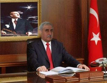 Mustafa Karahan kimdir?